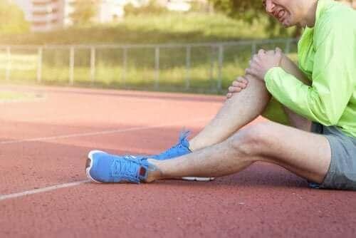 Polven sijoiltaanmeno voi tapahtua urheillessa.