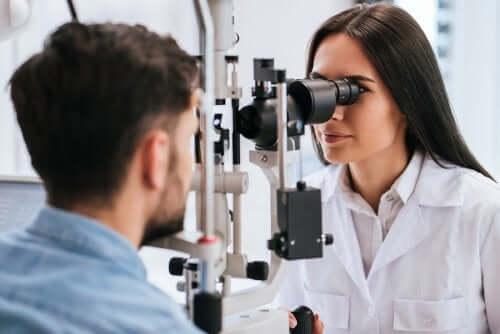 Silmänpohjan ikärappeuman aiheuttajat