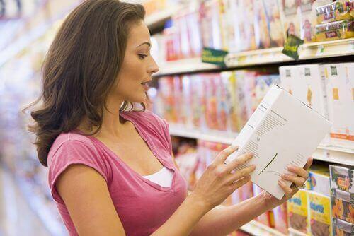Elintarvikkeisiin voidaan lisätä ravintoaineita keinotekoisesti