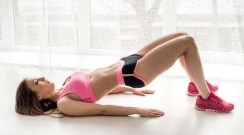Lantionnosto on yksi parhaita harjoituksia skolioosin ehkäisyyn