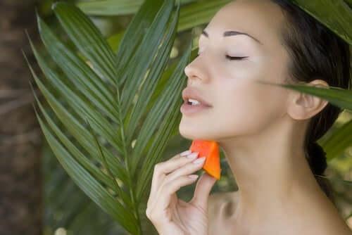 Papaijan ulkoista käyttöä on hyödynnetty erittäin loistavin tuloksin haavaumien ja muiden ihovaurioiden hoitoon