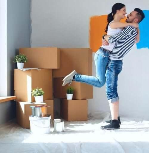 Muuttaminen kumppanin kanssa vaatii hyvää suunnittelua