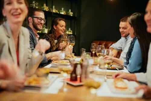 Ulkona syöminen: vinkit terveelliseen ravintolaruokailuun