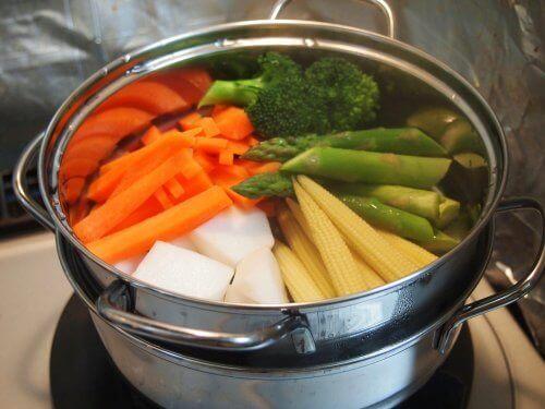 Elintarvikkeen keittäminen on yksi yleisimmistä teollisista prosesseista, jossa ruokaa keitetään noin 100 asteen lämpötilassa
