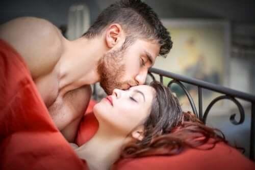 Orgasmilla on la petite mort -ilmiöstä riippumatta lukuisia fyysisiä ja henkisiä etuja naisen hyvinvoinnin kannalta