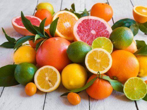 Pektiiniä runsaasti sisältäviä elintarvikkeita ovat muun muassa sitrushedelmät, kvittenit ja omenat