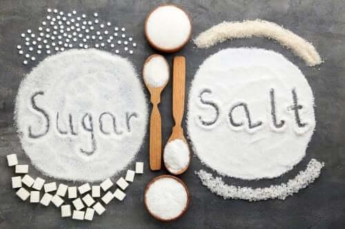 Sokeri vai suola: kumpi on liiallisena epäterveellisempää?