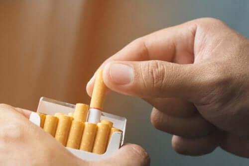 Luontaishoitoja nikotiiniriippuvuuteen