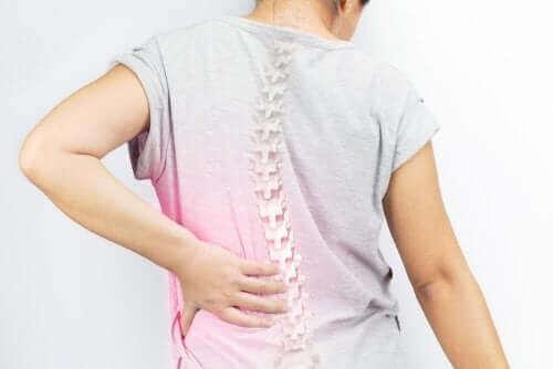 Skolioosi on selkärangan vinouma