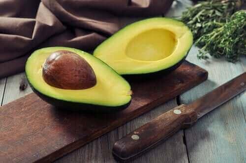 Hallitse kolesterolitasoja avokadon avulla.