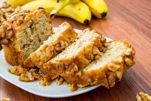 Voit valmistaa banaanileivän klassisen version myös korvaamalla voin öljyllä, jolloin leivän ravintoarvo paranee huomattavasti