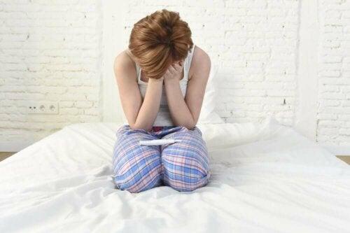 Fragile X-oireyhtymän epätäydellisissä muodoissa naisilla voi esiintyä munasarjojen toiminnan ennenaikaista hiipumista ja tästä seuraavaa hedelmättömyyttä