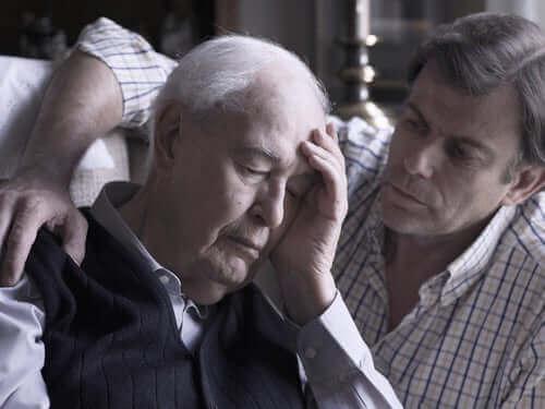 Alzheimerin tauti aiheuttaa muistin heikkenemistä