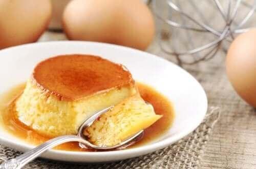 Kevyt paahtovanukas valmistetaan kananmunista
