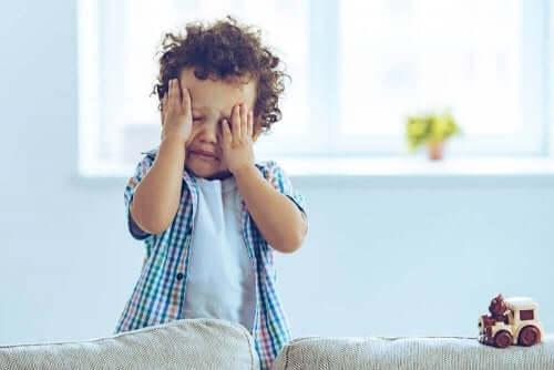 Aivotärähdys voi saada lapsen itkemään tolkuttomasti.