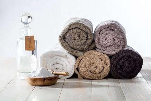 Pyyhkeiden pesu ruokasoodalla