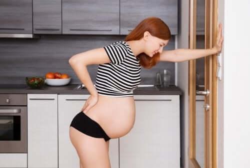 Synnytyksen aikana koetun kivun ja sitä seuraavan masennuksen välillä on tieteellisten tutkimusten mukaan suhde