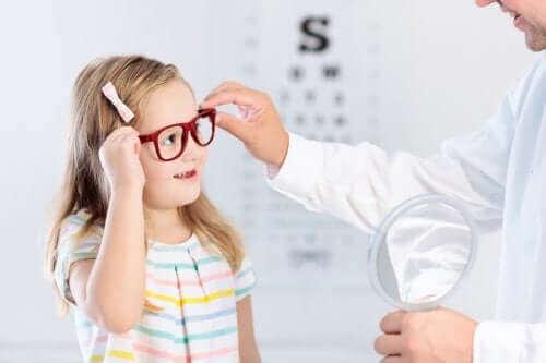 Jotkut näköongelmat lapsilla tulisi korjata varhain