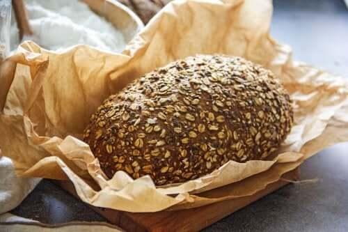 2 reseptiä vähähiilihydraattisen leivän valmistukseen
