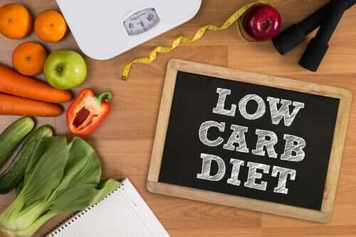 Vähähiilihydraattiset dieetit: vaikutukset henkiseen suorituskykyyn ja tunteisiin