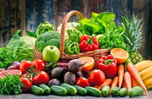 Hedelmät ja vihannekset tarjoavat tärkeitä ravintoaineita psoriasiksen oireiden hallitsemiseksi.