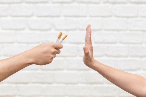 Tupakasta irti pääseminen on päätös, joka hyödyttää tupakoitsijan oman terveyden ja hyvinvoinnin lisäksi hänen ympärillä olevia ihmisiä