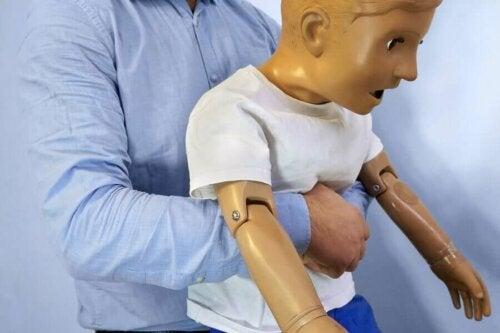 Amerikkalaislääkäri Henry Heimlichin mukaan nimetun Heimlichin otteen tarkoituksena on poistaa tukehtuvan ihmisen hengitysteihin juuttunut vierasesine