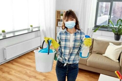 Vinkkejä kodin puhdistamiseen ja desinfiointiin