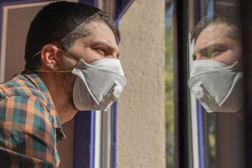 Miten elää samassa taloudessa koronavirusta sairastavan kanssa