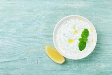 Herkullinen kotitekoinen jogurttikastike