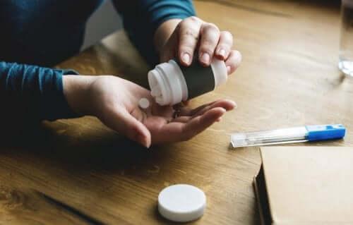 Afonian hoitoon voidaan käyttää sekä tulehduskipulääkkeitä että imeskeltäviä kurkkupastilleja, jotka auttavat stimuloimaan syljen tuotantoa