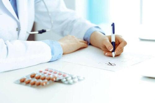 Rasagiliinia voidaan käyttää lääkehoitona yhdessä levodopan kanssa tai yksistään