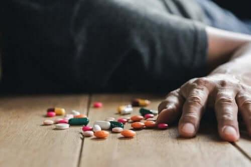 Lääkemyrkytyksen takia voi mennä taju.