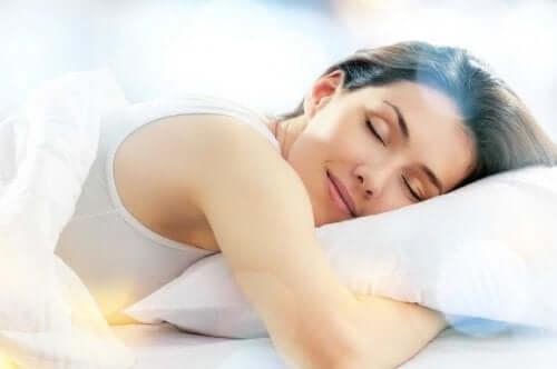 Koska univelan korvaaminen ei ole mahdollista, tärkeintä olisi, että keskittyisimme sellaisiin elintapoihin, jotka parantavat unen laatua
