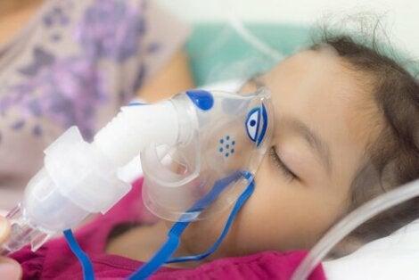 Lapsen tukehtumisella viitataan lapsen hengitysteiden tukkeutumiseen elimistölle vieraan esineen takia