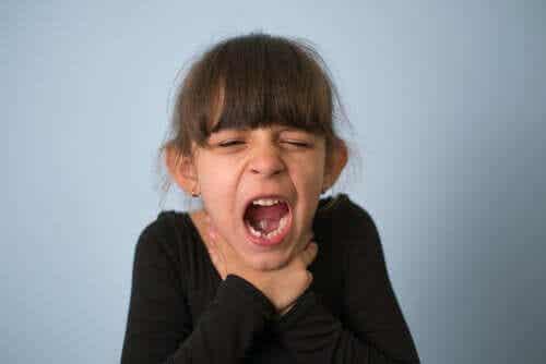 Lapsen tukehtuminen: mitä tehdä ja miten ehkäistä sitä?