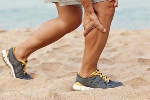 Liikunnan aiheuttama krooninen lihasaitio-oireyhtymä voi reagoida hyvin ei-kirurgiseen hoitoon ja toiminnallisiin muutoksiin, jotka ehkäisevät lihasten liiallista rasitusta