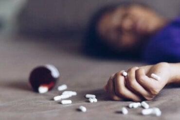 Mitä lääkemyrkytyksen tapahtuessa tulee tehdä