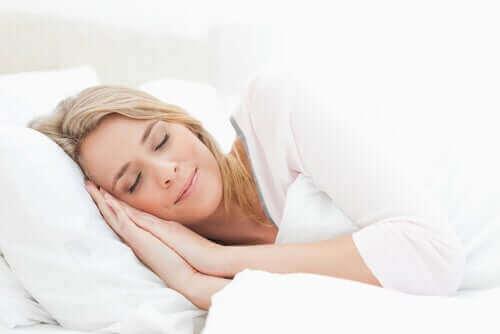 Tämä nainen oppi parantamaan unen laatua.