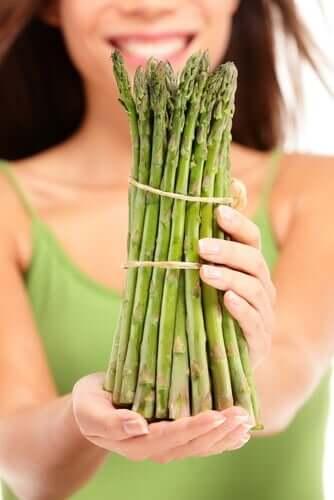 Miksi virtsa haisee voimakkaalle silloin, kun syömme parsaa?