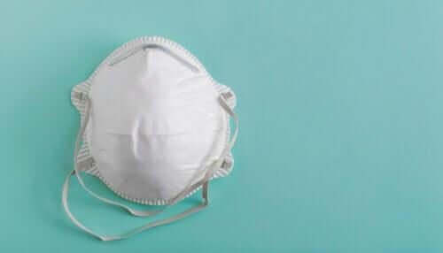 Tartunnalle altistuminen on mahdollista myös hengityssuojaimen käytön aikana ja jälkeen, jos sitä ei aseteta ja poisteta oikeaoppisesti