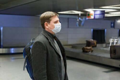 Hengityssuojaimen käyttöä suositellaan erityisesti niille matkustajille, jotka palaavat kotiin sellaisista maista tai alueilta, joilla on esiintynyt runsaasti koronatartuntoja