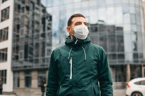 Koronavirus ei leviä ilmassa, joten hengityssuojaimia ei tarvita koko ajan.