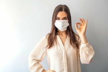 Täytyykö kaikkien käyttää kasvomaskia koronaviruspandemian aikana?