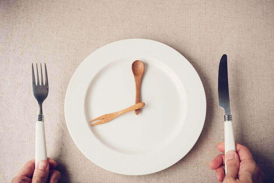Neuvoja siihen, miten syödä vähemmän karanteenin aikana.