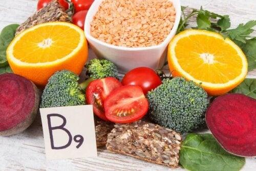 Raskaana olevien naisten tapauksessa runsaasti folaattia sisältäviä elintarvikkeita suositellaan nautittavaksi koko raskauden ajan