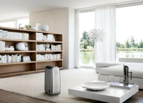 Kodin kosteudenpoistajan tehtävänä on säätää kosteusprosenttia etenkin sellaisissa tiloissa, joissa ilmanvaihto on heikkoa tai olematonta