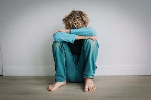 Autismista kärsivien lasten auttaminen karanteenin aikana