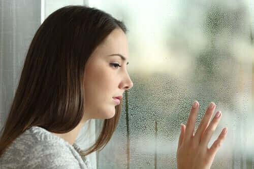 Loman jälkeinen masennus voi ilmetä välinpitämättömyytenä ja surumielisyytenä
