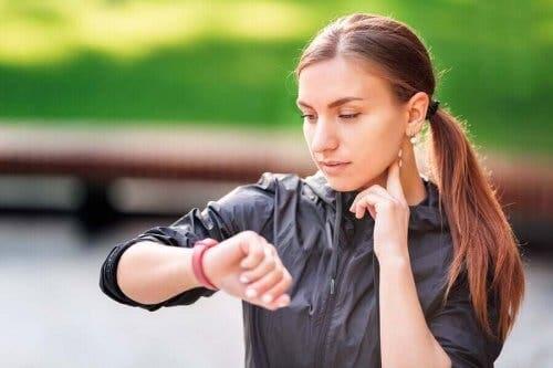 Oman pulssin mittaaminen onnistuu helpoiten kaulalta